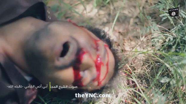 【閲覧注意】ISISのハンドガンにより処刑動画、全てを諦めた男の表情がキツい・・・・・(画像、動画)・15枚目
