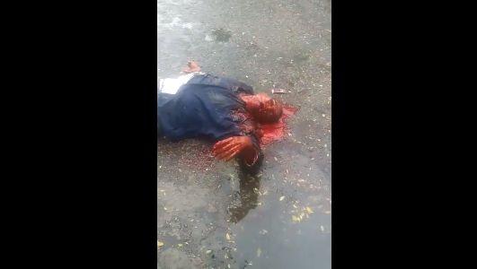 【グロ注意】ヘッドショット決められた男性、血の噴き出し方がエグ過ぎ・・・・・(画像、動画)・1枚目