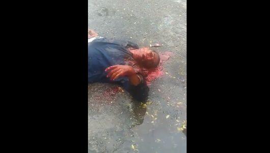 【グロ注意】ヘッドショット決められた男性、血の噴き出し方がエグ過ぎ・・・・・(画像、動画)・3枚目