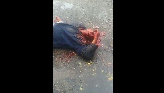 【グロ注意】ヘッドショット決められた男性、血の噴き出し方がエグ過ぎ・・・・・(画像、動画)・4枚目