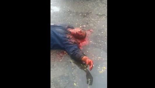 【グロ注意】ヘッドショット決められた男性、血の噴き出し方がエグ過ぎ・・・・・(画像、動画)・5枚目