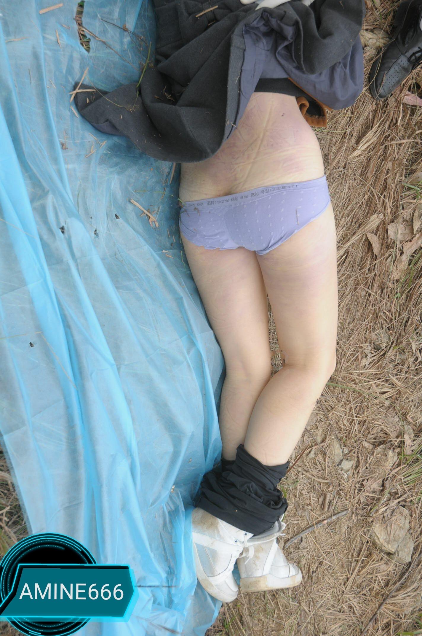 【遺体注意】草むらでレイプされた後絞殺された中国人少女、その場で検視されてる画像がヤバい・・・・・(画像)・4枚目