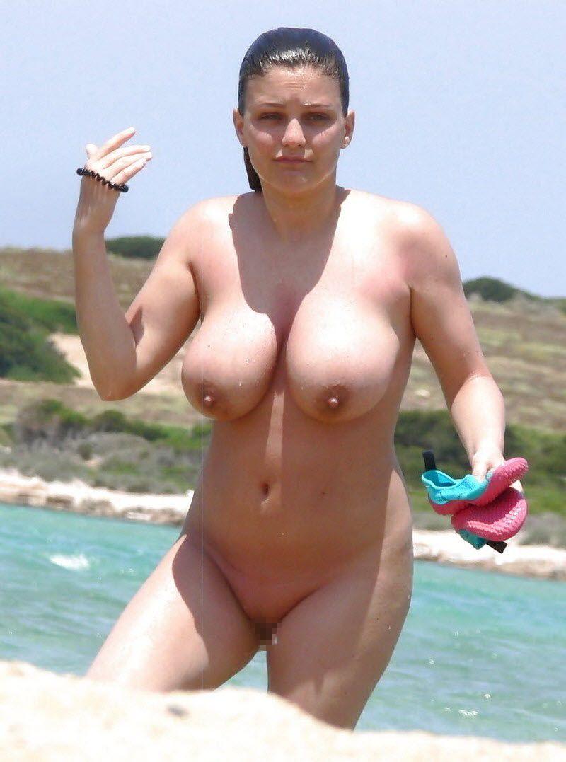【天国】ヌーディストビーチじゃない一般ビーチでも日焼けの為にトップレスになる外人ネキ、これは渡米不可避wwwwwww(画像)・4枚目