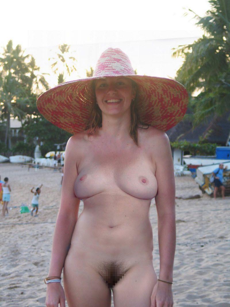 【天国】ヌーディストビーチじゃない一般ビーチでも日焼けの為にトップレスになる外人ネキ、これは渡米不可避wwwwwww(画像)・17枚目