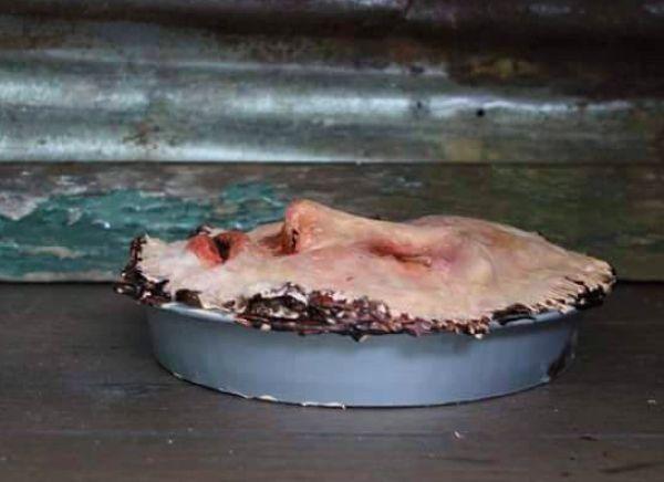 【怖過ぎ】海外ゾンビマニアが焼いたリアル過ぎる人顔ケーキ、頭のネジぶっ飛んでてワロタwwwwwww(画像、動画)・2枚目