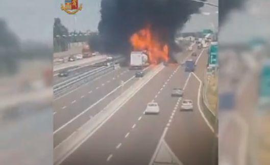 【衝撃】イタリアで起こったタンクローリーの追突事故、キノコ雲がヤバい!!(画像、動画)・3枚目