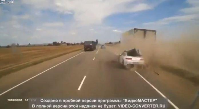 【自業自得】無理な追い越し掛けたおっさん、対向車はギリギリ避けるも側道にハミ出て即死・・・・・(画像、動画)・3枚目