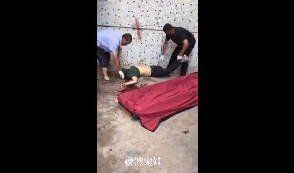 【衝撃】中国の首チョンパ現場、黙々と撤収作業する男達がキツい・・・・・(画像)・2枚目