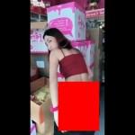 【商魂】中国の美白クリーム売りのお姉さん、売る為に身体張りまくってて草wwwwwww(画像、動画)
