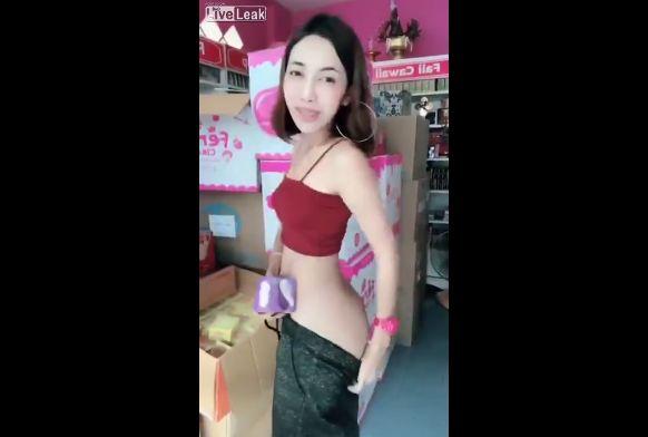 【商魂】中国の美白クリーム売りのお姉さん、売る為に身体張りまくってて草wwwwwww(画像、動画)・2枚目