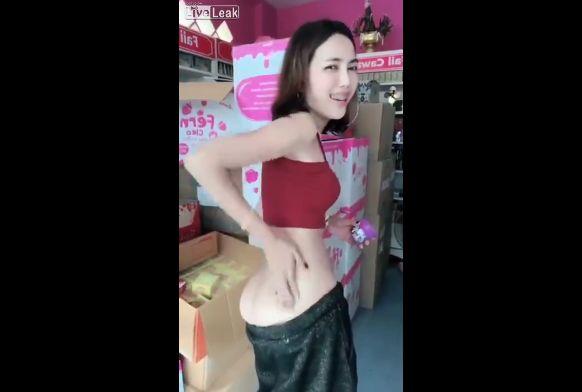 【商魂】中国の美白クリーム売りのお姉さん、売る為に身体張りまくってて草wwwwwww(画像、動画)・6枚目