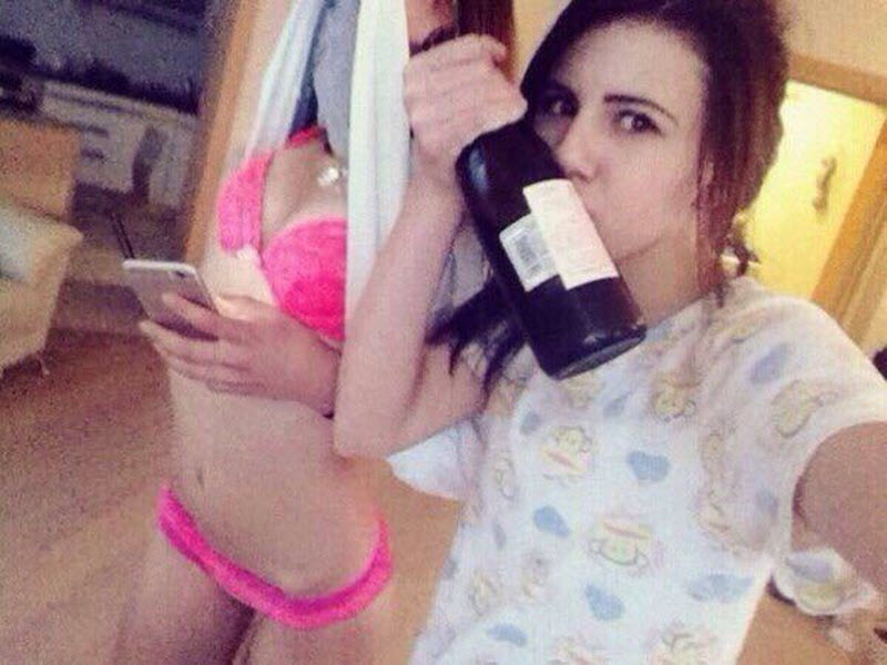 【SNS】海外リア充の飲み会の様子、裸でも問答無用でSNSにUPされてる・・・・・(画像)・3枚目