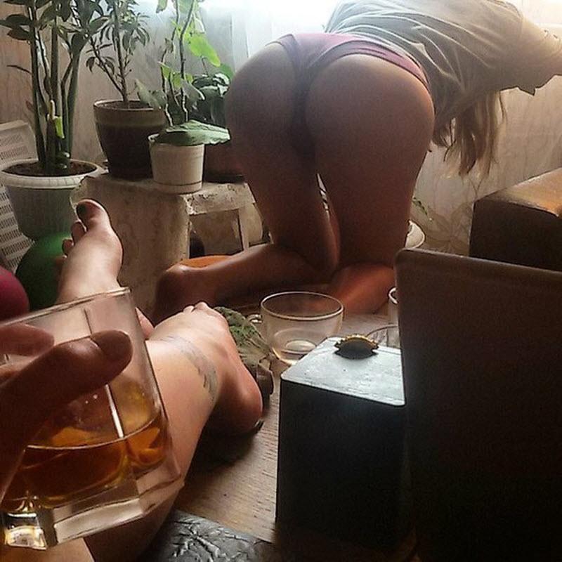 【SNS】海外リア充の飲み会の様子、裸でも問答無用でSNSにUPされてる・・・・・(画像)・9枚目