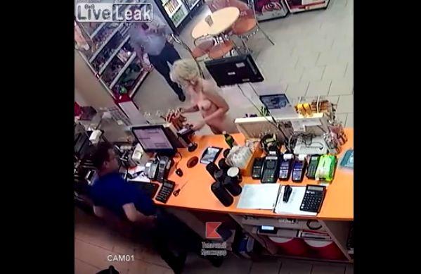 【変態速報】深夜の商店で全裸ショッピングを楽しむ外人ネキを捉えた監視カメラ映像、楽しそう・・・・・(動画、画像)・4枚目