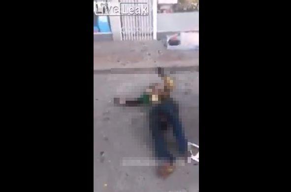 【衝撃】自宅が家事で道路に飛び降りた女性、ギリギリ生きてるけどコレもう・・・・・(動画)・3枚目