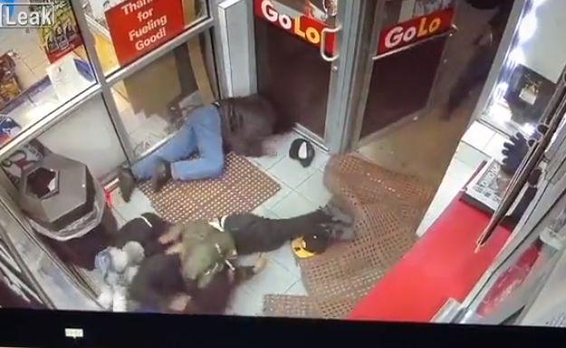 【無情】シカゴのガソリンスタンドで銃乱射、ドレッドの兄ちゃん仲間から盾にされまくる・・・・・(動画)・3枚目