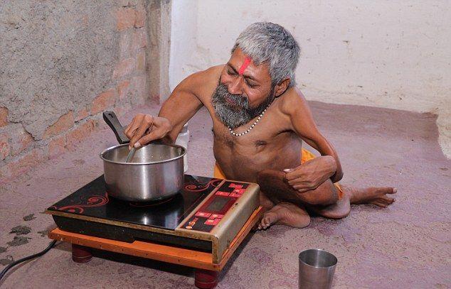 【神秘】インドで古代神の生まれ変わりとされ崇められた男性司祭、マジでインド産まれて良かったな・・・・・(画像)・5枚目