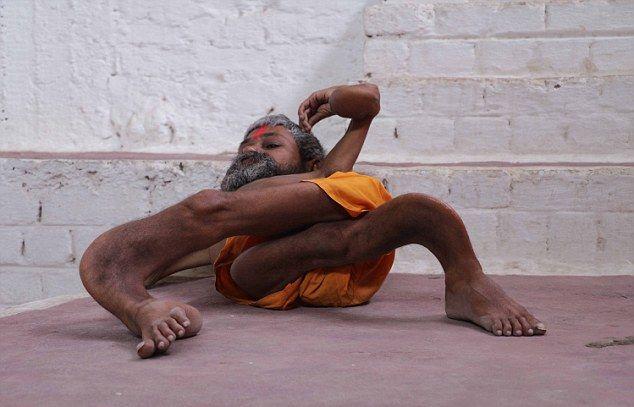【神秘】インドで古代神の生まれ変わりとされ崇められた男性司祭、マジでインド産まれて良かったな・・・・・(画像)・6枚目