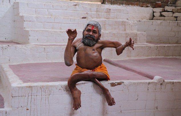 【神秘】インドで古代神の生まれ変わりとされ崇められた男性司祭、マジでインド産まれて良かったな・・・・・(画像)・9枚目