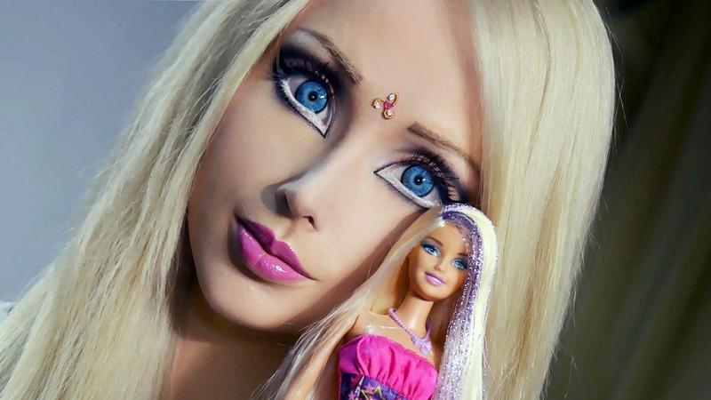 """【怖E】ウクライナのリアルバービーこと""""オデッサ・バービー""""、素顔は普通に可愛いよな(画像)・1枚目"""