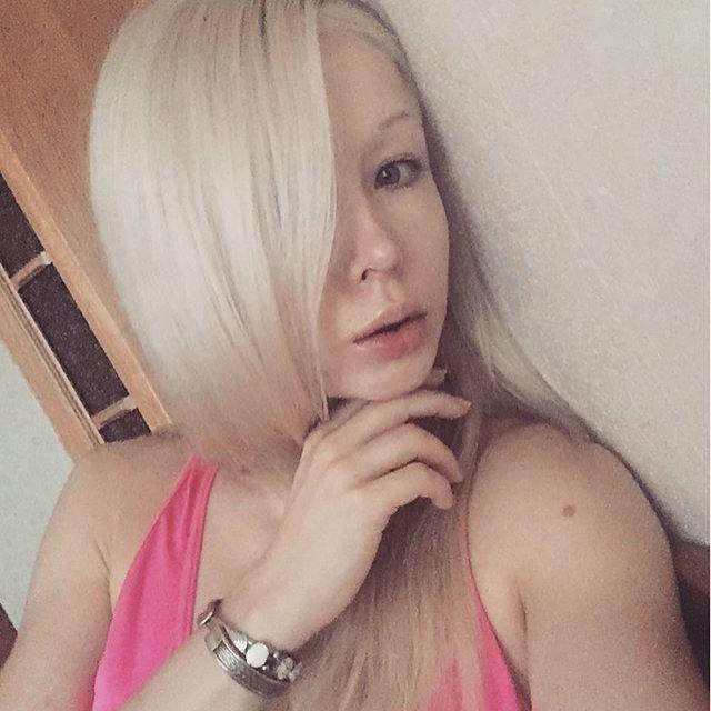 """【怖E】ウクライナのリアルバービーこと""""オデッサ・バービー""""、素顔は普通に可愛いよな(画像)・8枚目"""