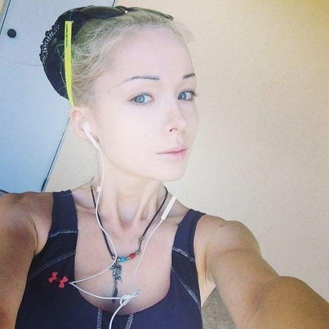 """【怖E】ウクライナのリアルバービーこと""""オデッサ・バービー""""、素顔は普通に可愛いよな(画像)・13枚目"""