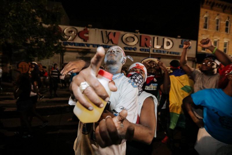 """【エロ祭り】ブルックリンで毎年開催されるカリブの祭り""""J'Ouvert Festival""""、これはカメラ必須だな!!・2枚目"""