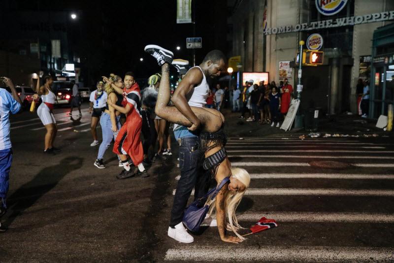"""【エロ祭り】ブルックリンで毎年開催されるカリブの祭り""""J'Ouvert Festival""""、これはカメラ必須だな!!・6枚目"""