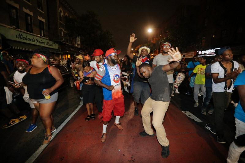 """【エロ祭り】ブルックリンで毎年開催されるカリブの祭り""""J'Ouvert Festival""""、これはカメラ必須だな!!・8枚目"""