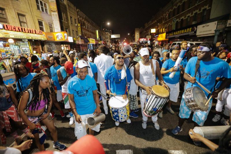 """【エロ祭り】ブルックリンで毎年開催されるカリブの祭り""""J'Ouvert Festival""""、これはカメラ必須だな!!・9枚目"""
