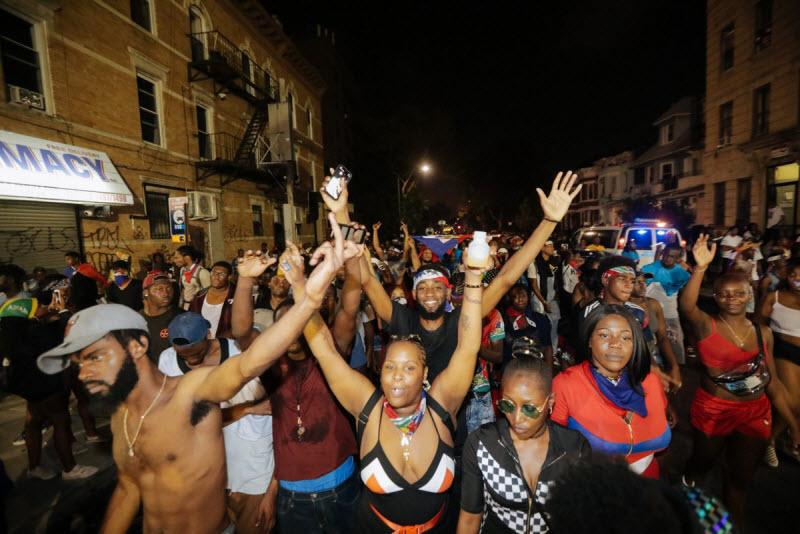 """【エロ祭り】ブルックリンで毎年開催されるカリブの祭り""""J'Ouvert Festival""""、これはカメラ必須だな!!・10枚目"""