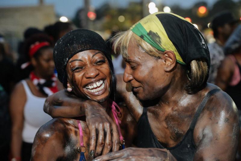 """【エロ祭り】ブルックリンで毎年開催されるカリブの祭り""""J'Ouvert Festival""""、これはカメラ必須だな!!・11枚目"""