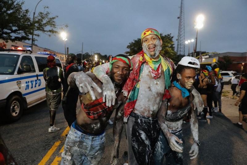 """【エロ祭り】ブルックリンで毎年開催されるカリブの祭り""""J'Ouvert Festival""""、これはカメラ必須だな!!・12枚目"""