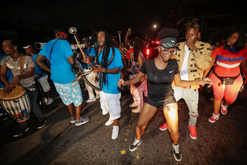 """【エロ祭り】ブルックリンで毎年開催されるカリブの祭り""""J'Ouvert Festival""""、これはカメラ必須だな!!・14枚目"""