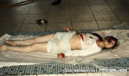 【閲覧注意】飛び降り自殺したアジア人女性、その場で全裸に剥かれてマンコまで調べられる・・・・・(画像)・8枚目