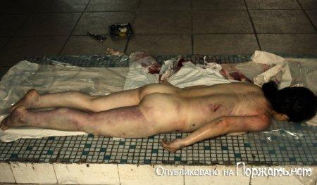 【閲覧注意】飛び降り自殺したアジア人女性、その場で全裸に剥かれてマンコまで調べられる・・・・・(画像)・11枚目