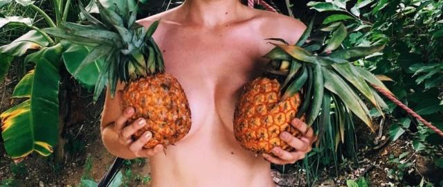 """【トレンド】今海外の若いインスタ女性に流行してる""""pineapple breast""""、さっぱり意味わからん・・・・・(画像)・5枚目"""
