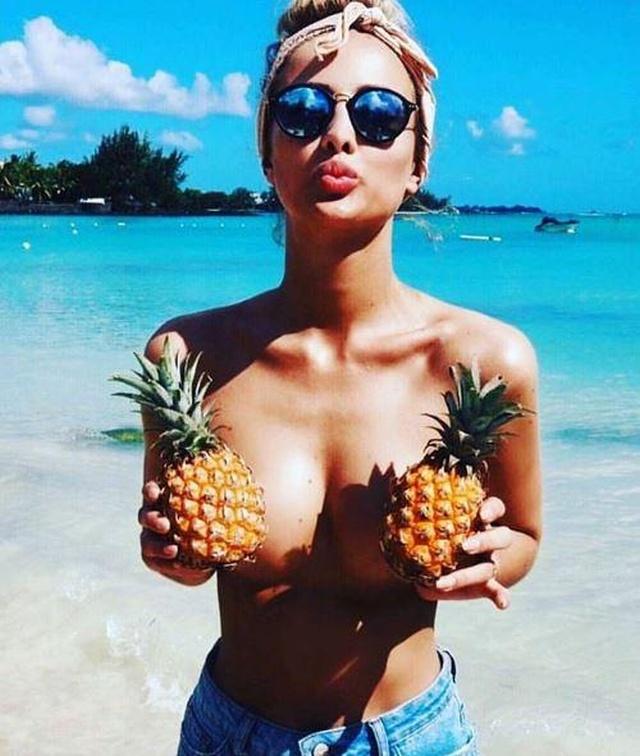 """【トレンド】今海外の若いインスタ女性に流行してる""""pineapple breast""""、さっぱり意味わからん・・・・・(画像)・13枚目"""