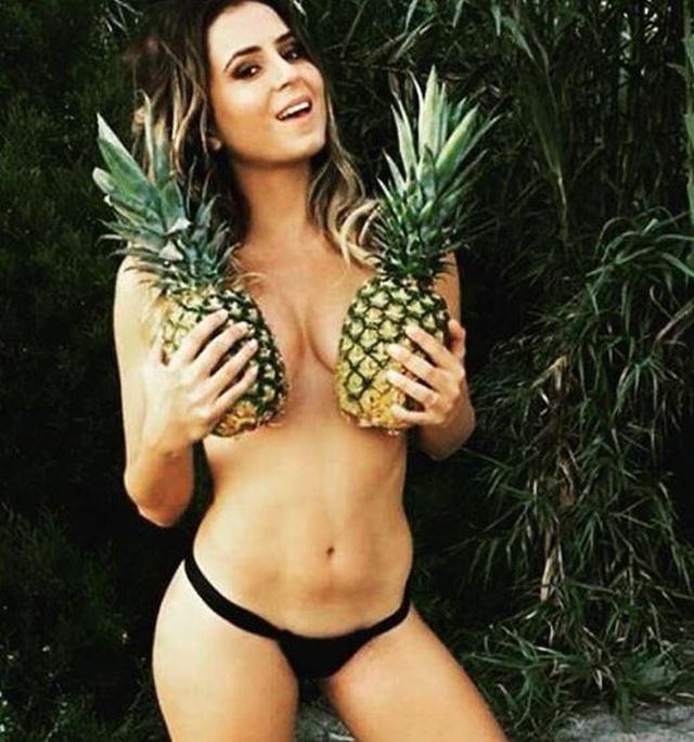 """【トレンド】今海外の若いインスタ女性に流行してる""""pineapple breast""""、さっぱり意味わからん・・・・・(画像)・15枚目"""