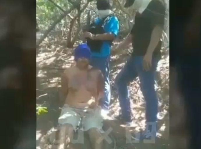 【閲覧注意】メキシコ麻薬組織の処刑動画、銃殺かと思ったらまさかのノコギリ斬首・・・・・orz(動画)・1枚目