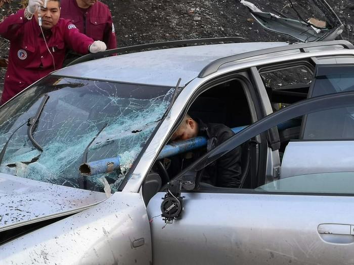 【衝撃】ロシアのスピード出し過ぎニキ、事故って5㎝のパイプが心臓付近を貫通・・・・・(画像)・3枚目