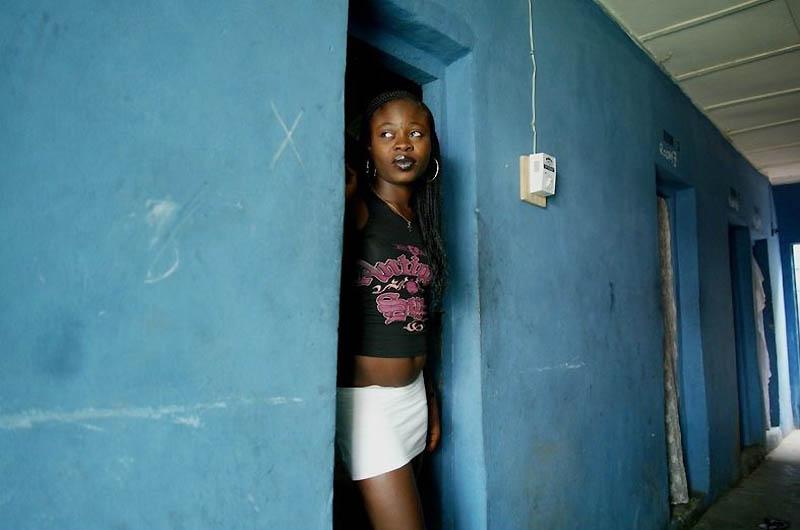 【危険地帯】ナイジェリア旧首都ラゴスのスラムにある売春宿、色々ヤバそうでチンコ勃たないだろ・・・・・(画像)・12枚目