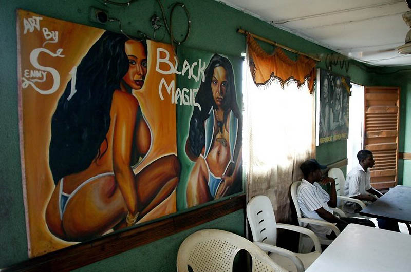 【危険地帯】ナイジェリア旧首都ラゴスのスラムにある売春宿、色々ヤバそうでチンコ勃たないだろ・・・・・(画像)・15枚目