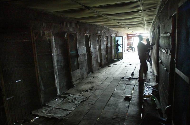 【危険地帯】ナイジェリア旧首都ラゴスのスラムにある売春宿、色々ヤバそうでチンコ勃たないだろ・・・・・(画像)・17枚目