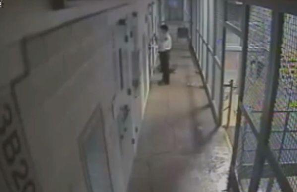 【即鎮圧】ニューメキシコの刑務所で暴動が起きる瞬間の映像、海外ドラマみたい・・・・(動画)・1枚目