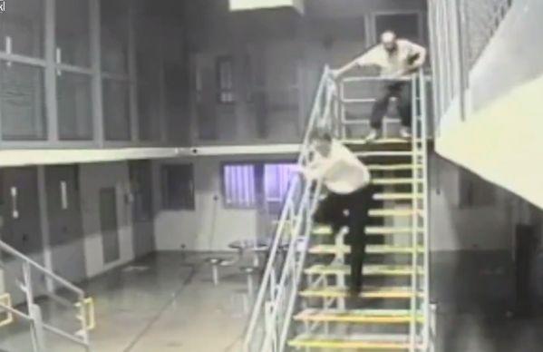 【即鎮圧】ニューメキシコの刑務所で暴動が起きる瞬間の映像、海外ドラマみたい・・・・(動画)・4枚目