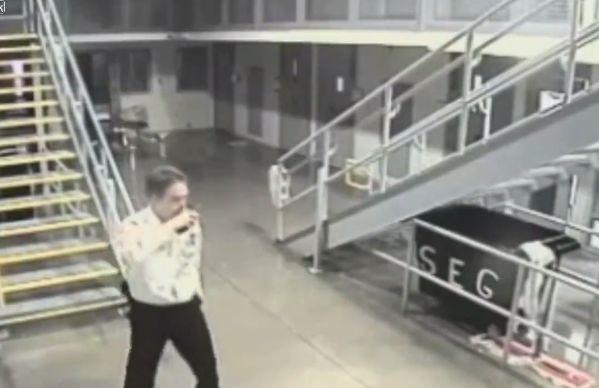 【即鎮圧】ニューメキシコの刑務所で暴動が起きる瞬間の映像、海外ドラマみたい・・・・(動画)・5枚目