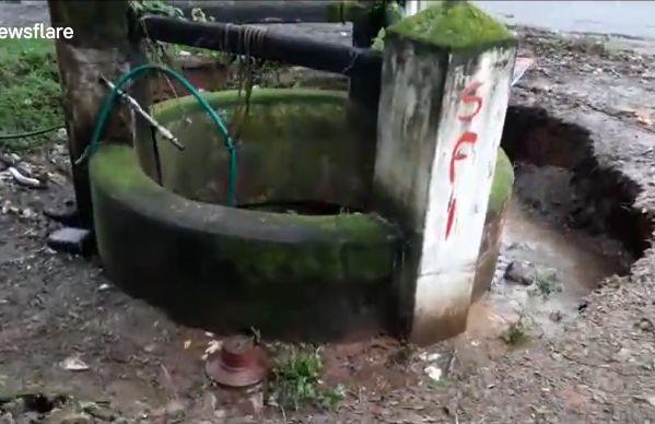 【地盤沈下】井戸が一瞬で完全に消失する衝撃動画、撮ってる奴危な過ぎだろ・・・・・(動画)・1枚目
