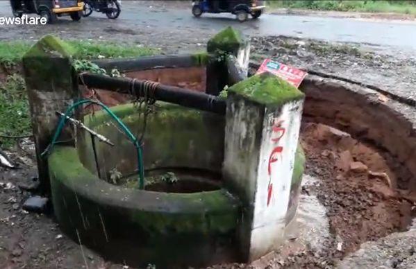 【地盤沈下】井戸が一瞬で完全に消失する衝撃動画、撮ってる奴危な過ぎだろ・・・・・(動画)・2枚目
