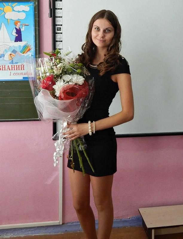 【風紀の乱れ】生徒が撮った世界の授業中の女教師、スカートえらい短いな・・・・・(画像)・14枚目